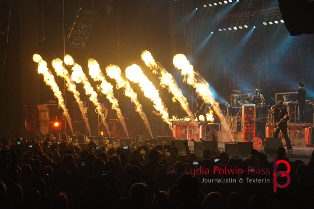 Flammenwerfer, Stahlzeit, Jahrhunderthalle, Frankfurt, Foto: Lydia Polwin-Plass