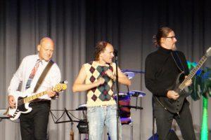 Olaf Schubert mit seiner Band Stefan und Jochen, Foto: Lydia Polwin-Plass