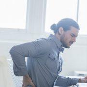 Studie zu Berufstätigen in Hessen – Stress verursacht Rückenschmerzen