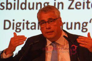 Prof. Dr. Friedrich Huber Esser, Präsident des Bundesinstituts für Berufsbildung (BIBB)