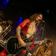 """Nachbericht und FOTOSTRECKE: The Darkness –""""Easter Is Canceled"""" Tour in der SIMM City Wien"""